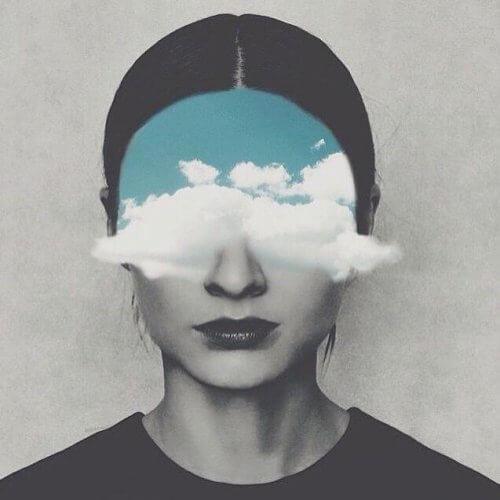 zihnini bulutlar kaplayan kadın
