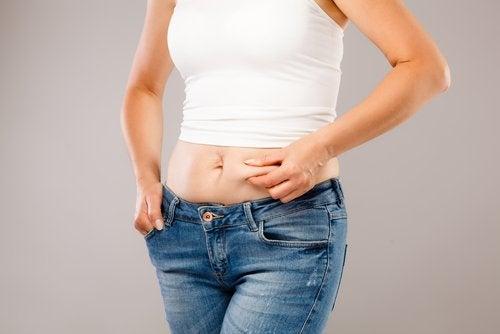 karın bölgesinde yağlanma hormonal dengesizlikten kaynaklanabilir