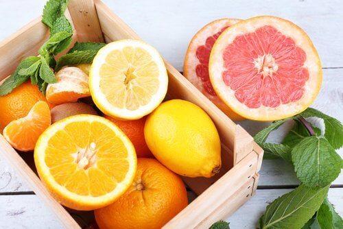 greyfurt, portakal ve limon suyu