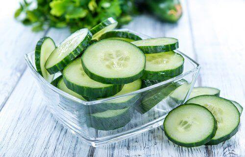 ince doğranmış salatalık