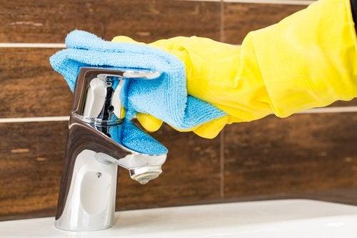 temizlik eldiveni musluk temizliği