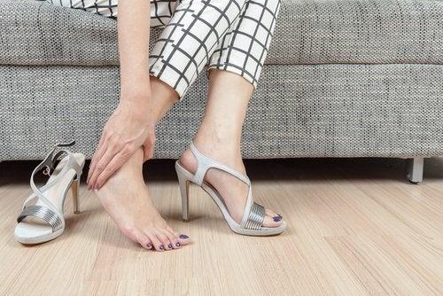 yanlış ayakkabı seçimi ağrıya neden olur