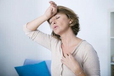sıcak basmalarının bir nedeni de hormon dengesizliğidir