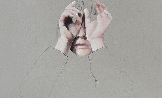 gözlerini kapatan kadın