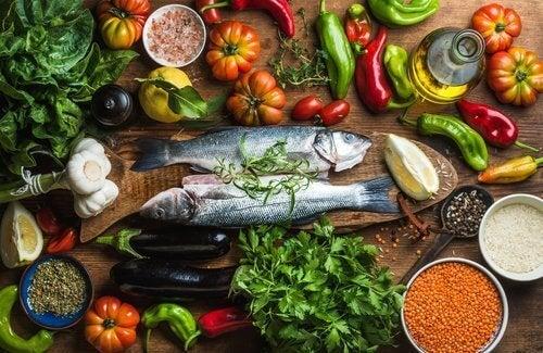 balık ve çeşitli sebzeler
