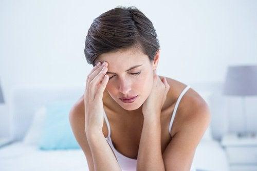 migren yaşayan kadın