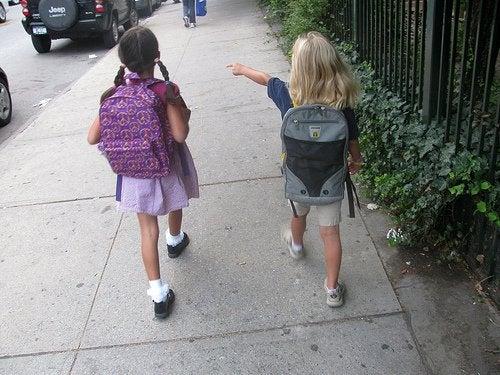 iki kız cocuk