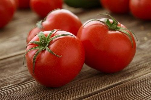 taze domates diüretik gıdalardandır