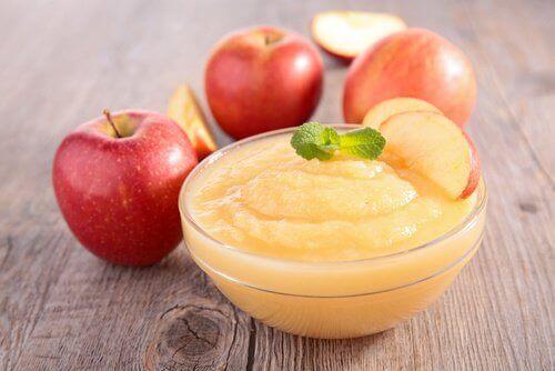 bir kase elma püresi