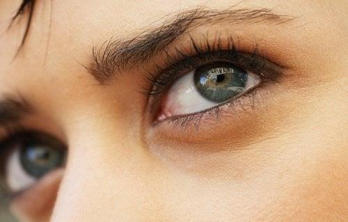 kuru gözler