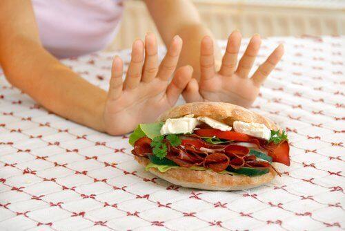 sandviçe hayır diyen kadın