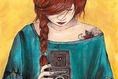 fotoğraf çeken kırmızı saçlı kız