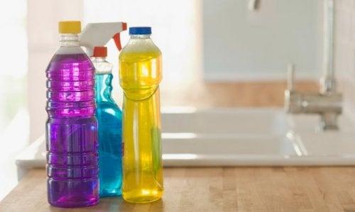 plastik şişede temizlik ürünleri