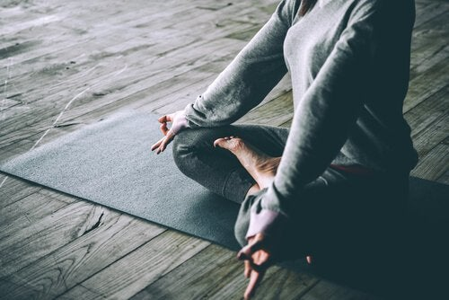 yoga yapan insan