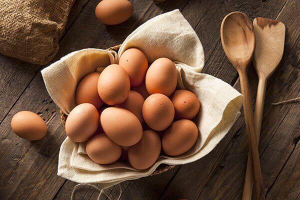 tezgah ve yumurtalar