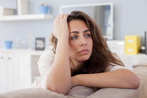 üzülen bir kadın