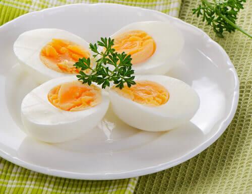 dörde bölünmüş katı yumurta