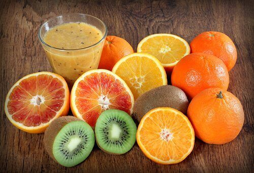 çeşitli c vitamini meyveleri