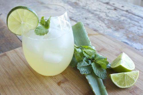 aloe vera ve limonlu içecek
