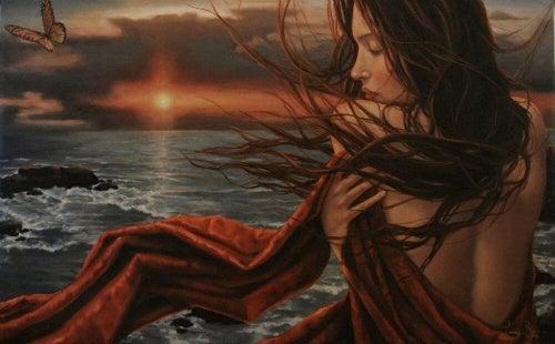 gün batımında saçları uçuşan kadın
