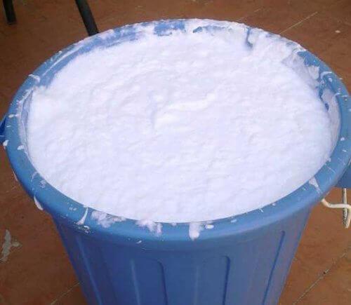 kovanın içinde ev yapımı sıvı sabun