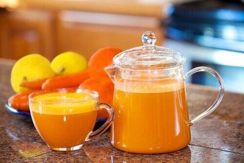 kahvaltıda turunçgil meyveleri yemek
