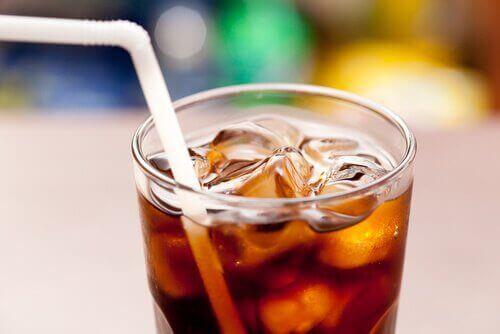 kola içmek zararlıdır