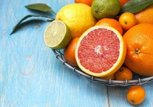 turunçgil meyveleri yemek
