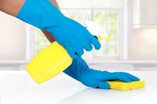 eldivenle tuvalet temizlemek