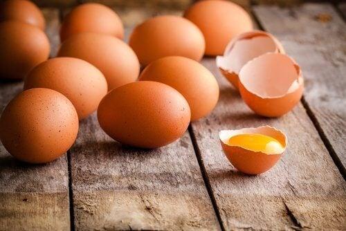 Kırılmış ve sağlam yumurta