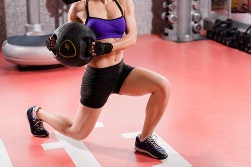 vücudun kas kütlesini artırmak için ağırlık kaldırmak