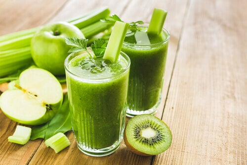 elma ve kivili smoothie
