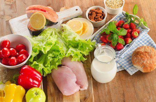 masada duran sağlıklı sebze ve meyveler