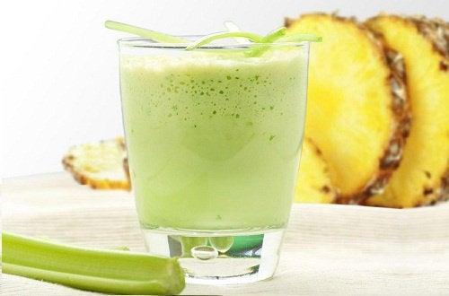 yeşil bir smoothie