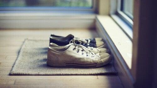 yıpranmış ayakkabılar