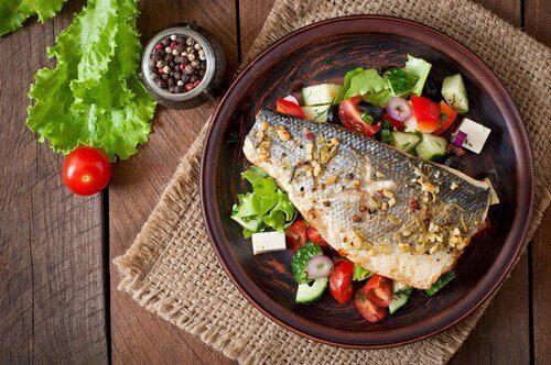 güveçte sebzeli balık