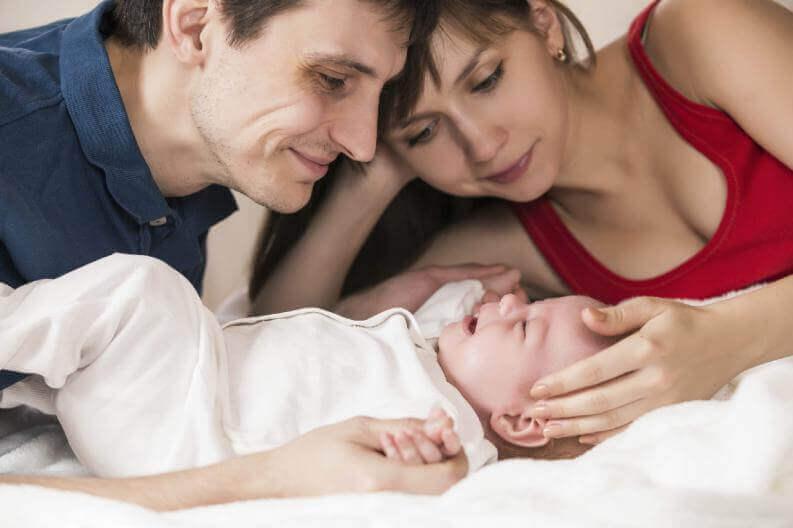 anne baba ve yeni doğan