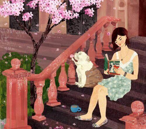 dışarıda kitap okuyan kadın