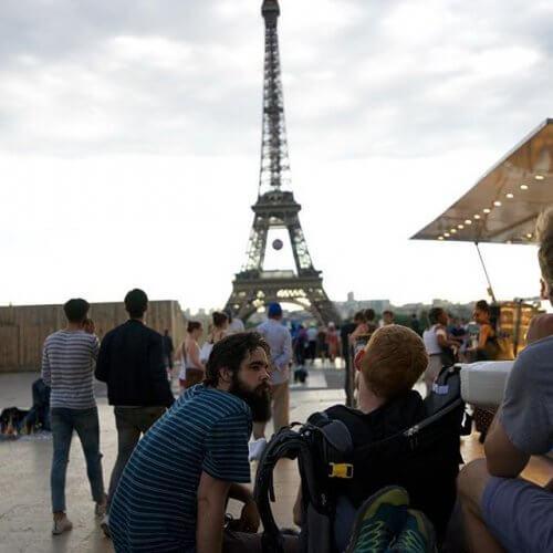 paris'te konuşan adamlar