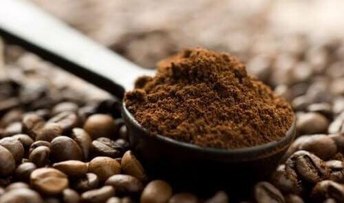 bir kaşık filtre kahve
