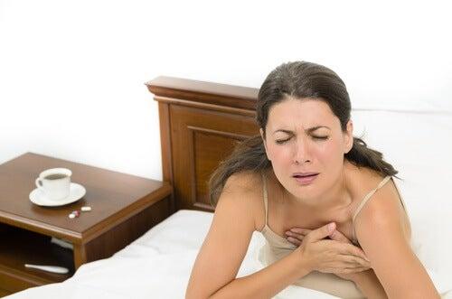 nefes darlığı çeken kadın