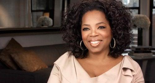 oprah winfrey gülümsüyor