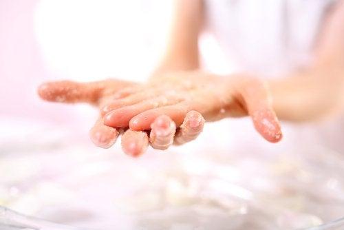 ellerinizi yumuşatacak şekerli doğal peeling