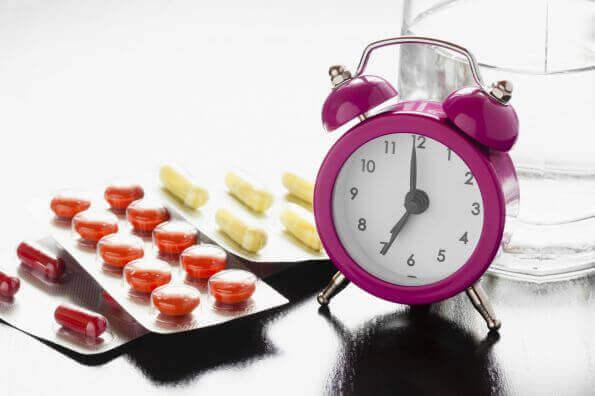 ilaçlar ve alarmlı saat