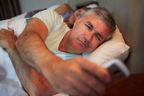 Yattıktan sonra artık telefonunuzu bırakın