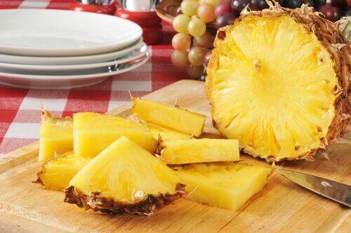 kabuklu doğranmış ananas