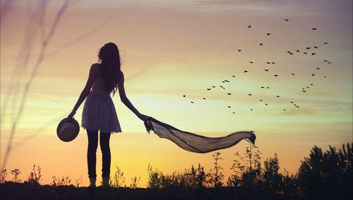 yalnız kadın ve kuşlar