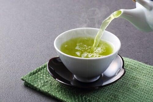 yeşil çay ile karaciğerinizi yenilemek