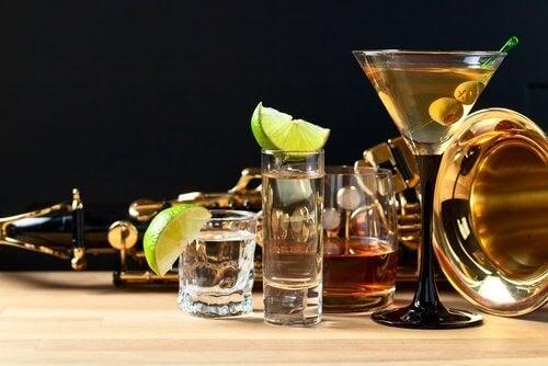 çeşitli alkollü içecekler