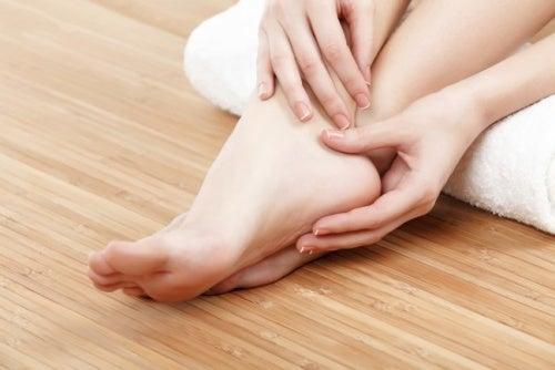 nemli ayaklar